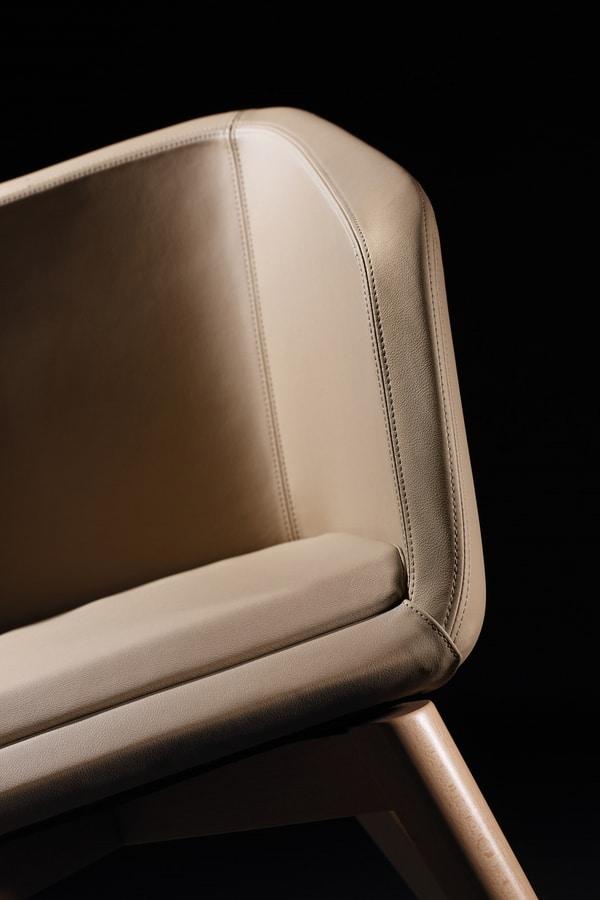 Megan PL, Cómodo sillón tapizado en cuero.