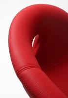 Moema cuero 75 L, Sillón con base de metal, concha cubierta de cuero
