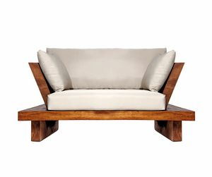 Suar 0204, Sillón en madera maciza y tela.