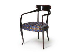 Art.191 armchair, Butaca de madera de haya con asiento acolchado, de estilo clásico