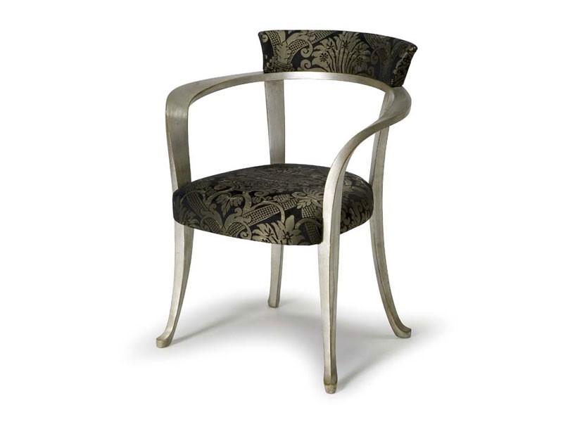 Art.193 armchair, Butaca con apoyabrazos de madera, de estilo clásico
