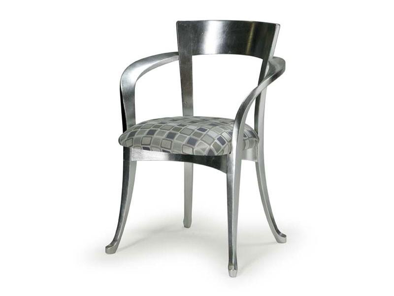 Art.446 armchair, Silla de estilo clásico de madera con apoyabrazos