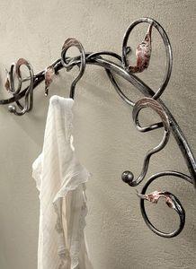 AT/500, Muro ropa árboles en hierro forjado decorada