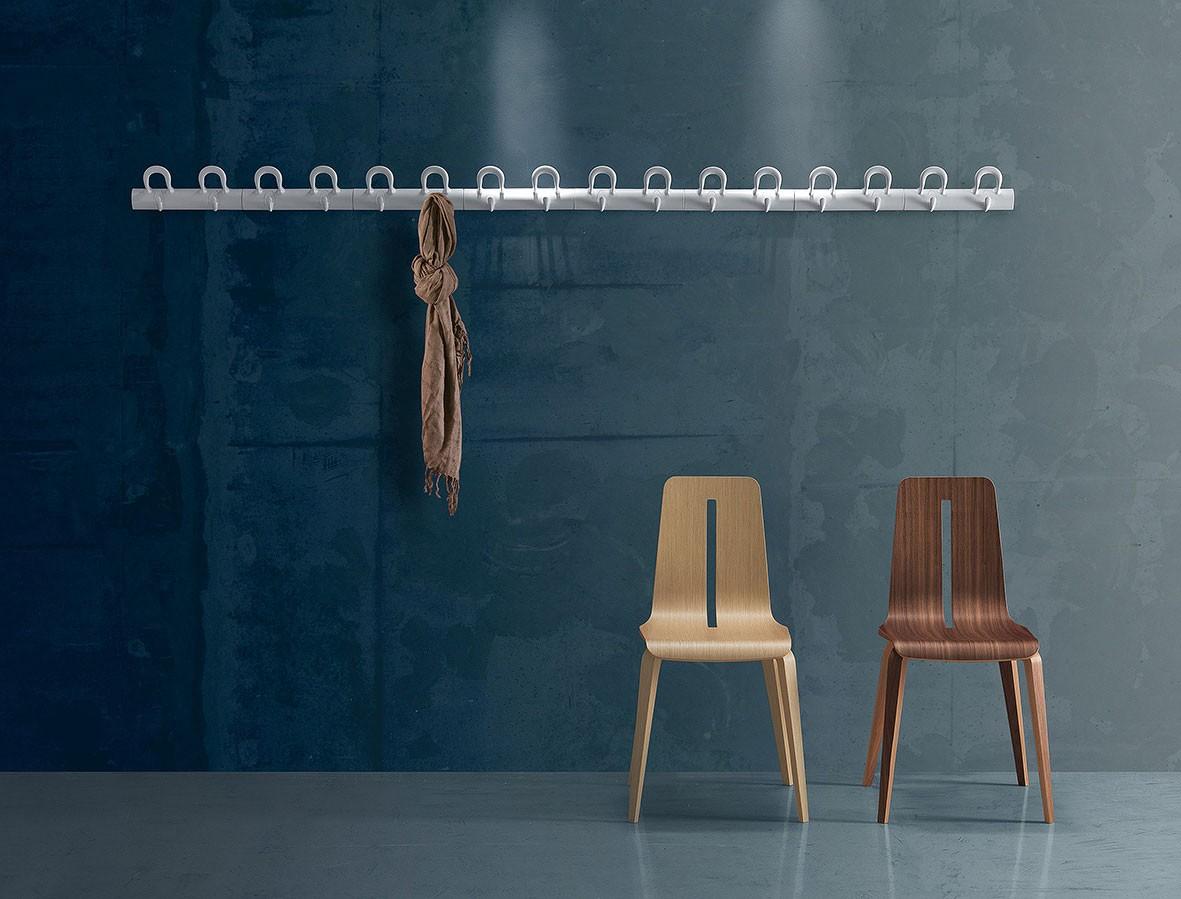 Duo wall-mounted coat-hooks, Abrigo de pared modular en polímero