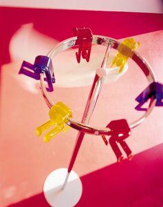 Gino rack, Escudo stand, diseño atractivo, disponible en varios colores