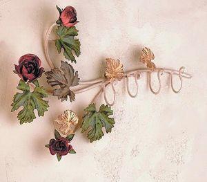 PC.6355/4, Percha con adornos florales