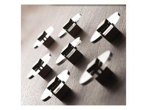 Plug.in, Perchas de acero cromado, montaje en la pared