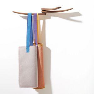 Wing, Colgadores de pared elegantes, madera, líneas onduladas