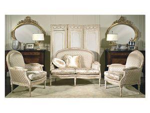 Art. RI 81 Rialto, Sillones de madera, con pátinas y adornos dorados, de hoteles clásicos