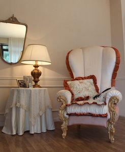 Ginevra, Sillón clásico tapizados con decoración de hojas de oro