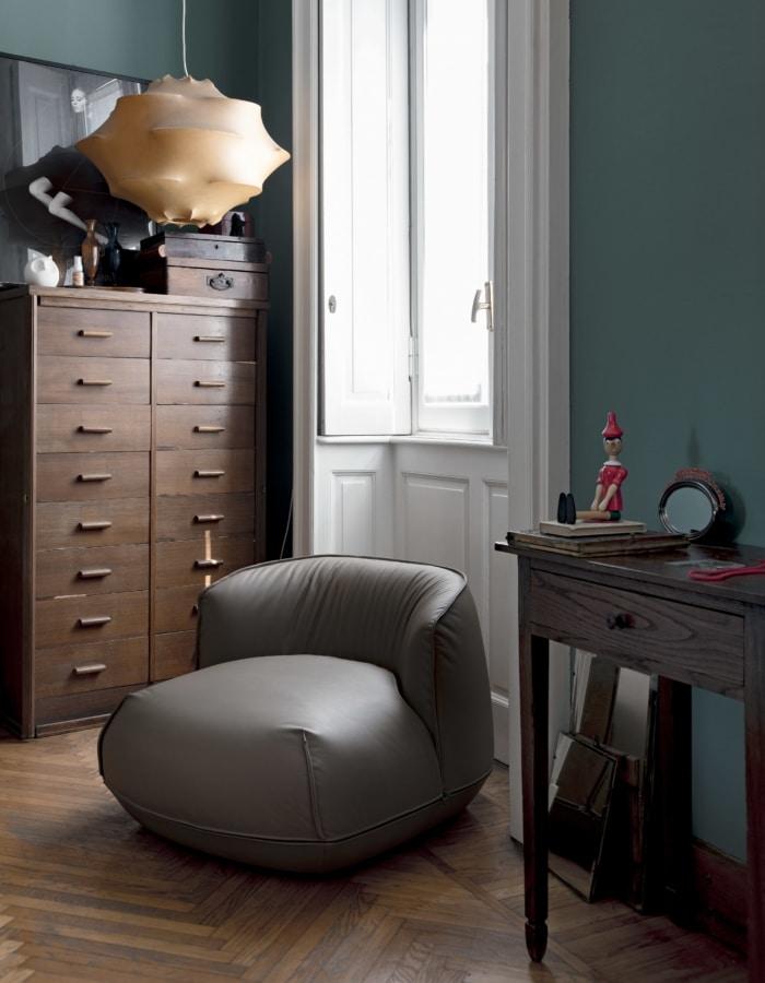 Brioni armchair, Sillón de interior con acolchado suave.
