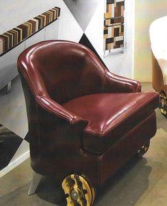 ECLITTICA, Sillón tapizado, cubierta en cuero, con ruedas