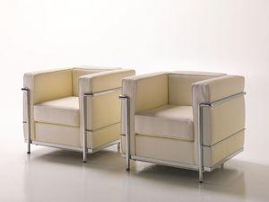 Dora, Cómodo sillón de cuero, estructura metálica visible