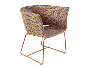 Kente sillón, Sillón en metal de color, multicolor tejida