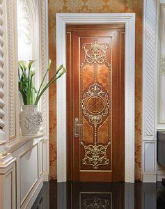 Lamda, Lujosa puerta con tallas de hojas de oro