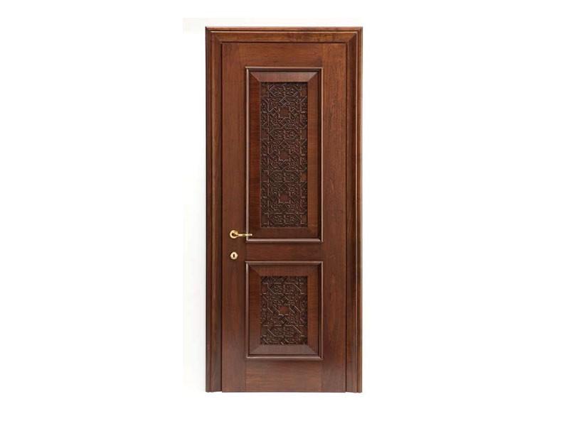 Nadir, Puerta en madera de nogal, con madera maciza tallada inserto, para hoteles y casas