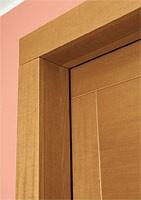 Sintesi, Puerta insonorizada, de madera con acabado en nogal claro, diseño contemporáneo