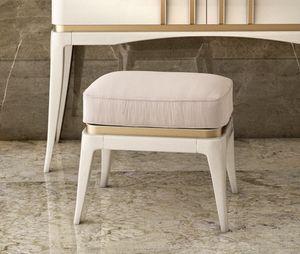 Art. 5611, Puf lacado, con asiento acolchado