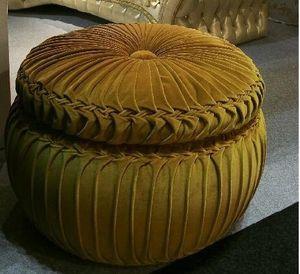 Bon bon, Puf redondo tapizado, cubierto de terciopelo, hecho a mano