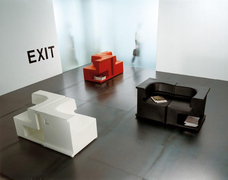 Maxò, Sillón modular totalmente realizado en polietileno, para uso en interiores y al aire libre