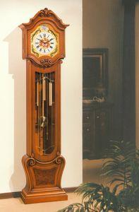 Art. 83, Reloj de péndulo con tallas a mano.