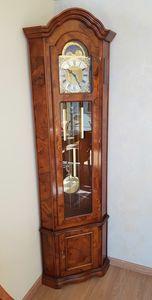Pendolo, Reloj de péndulo angular, en estilo clásico.