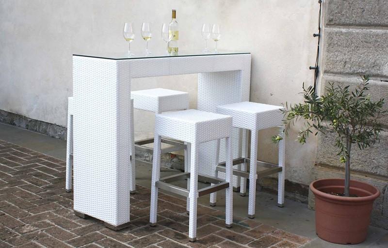 Mesa alta en polietileno trenzado, ideal para cócteles | IDFdesign