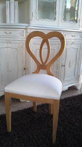 8238 SEDIA, Silla de madera con respaldo en forma de corazón