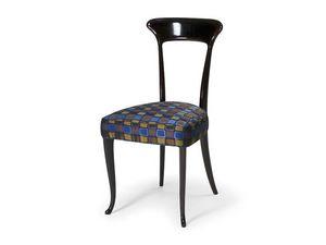 Art.190 chair, Silla de estilo clásico en madera de haya con asiento acolchado