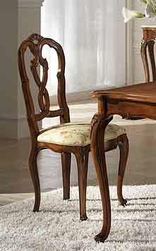 P 601, Silla nogal con asiento tapizado y respaldo tallado