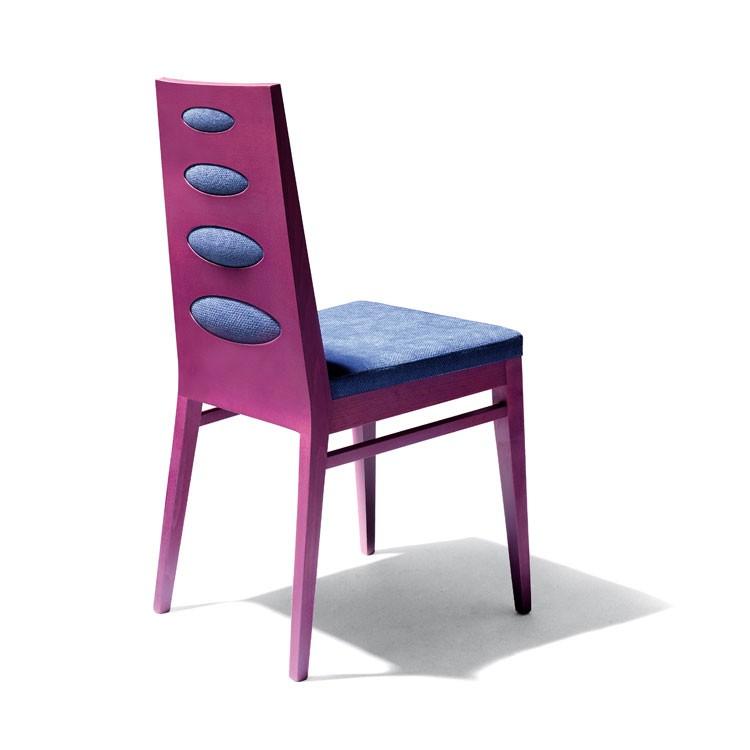 D01, Silla en madera de haya, asiento tapizado, para el uso del contrato