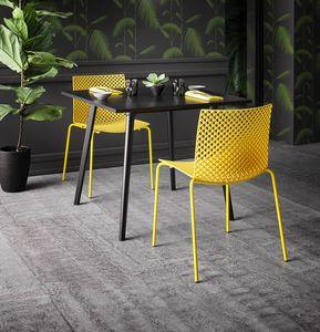 Fuller NA, Sofisticada silla de plástico y metal.