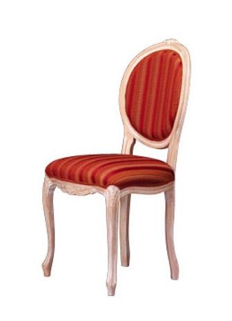 1052, Silla de madera con la parte posterior oval, de la sala de estar