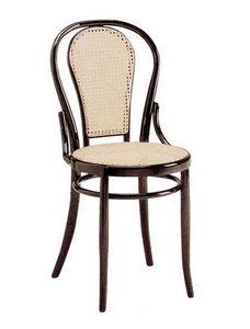 21, Silla de madera con asiento y respaldo de caña