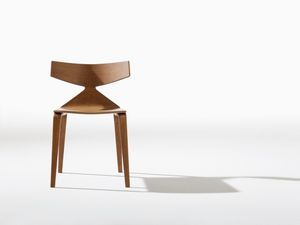 Saya, Silla de diseño con estructura de madera, líneas dinámicas