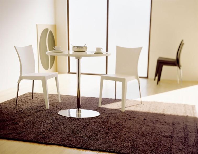 Jo, Silla de diseño elegante, asiento de polipropileno y respaldo, tanto para uso en interiores y al aire libre