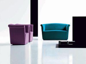 Liz armchair, Cómodo sillón en poliuretano, para sala de estar