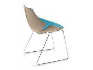 Eon sled, Silla de plástico recubierta con cuero, marco de acero