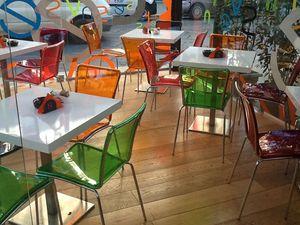 Sol chair, Sillas en policarbonato coloreado, apilable, para restaurante bar y cocina