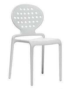 Colette, Silla moderna hecha de technopolimery para al aire libre
