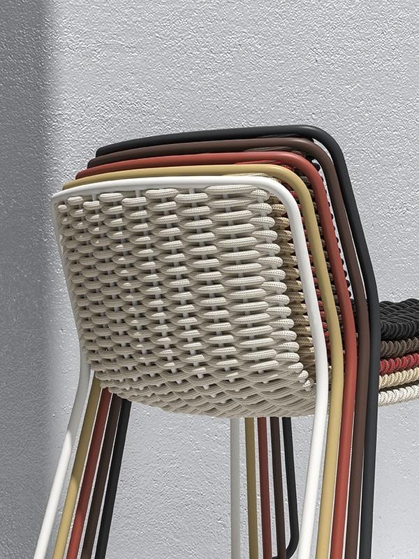 Randa, Silla de metal pintado, concha torcida, para los externos