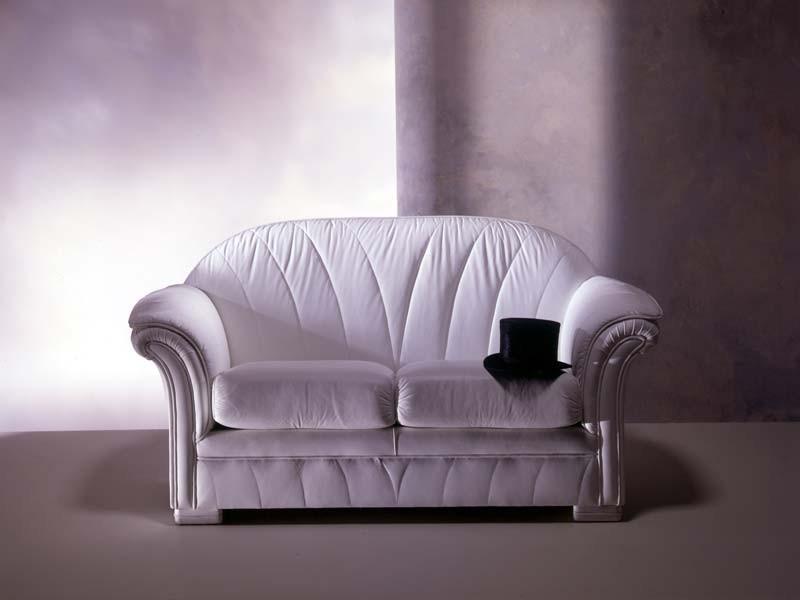 Forma Sofa, Sofá clásico, en piel blanca, de la sala de estar de lujo