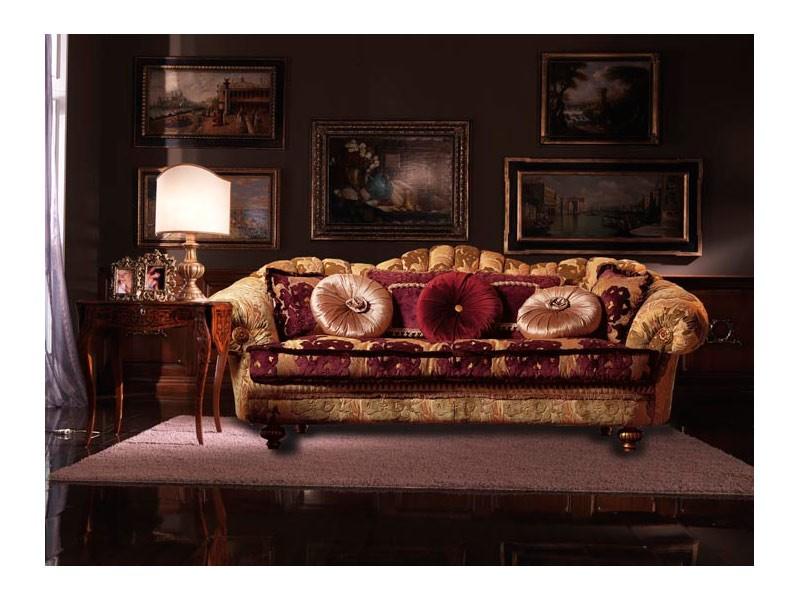 Marika, Sofá cubierta por un tejido hecho a mano, estilo clásico