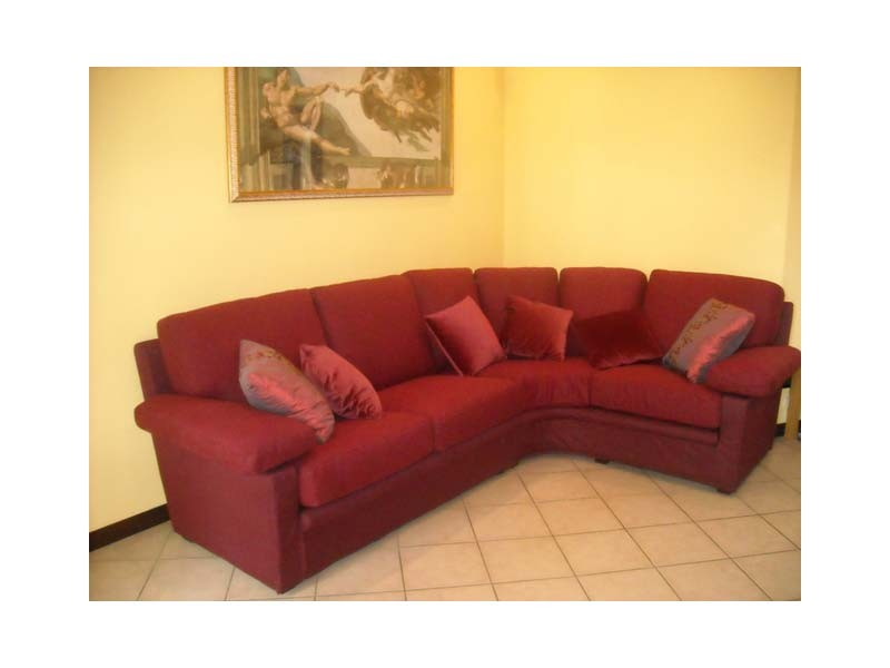 Maximum Sofa, Sofá en tela de color rojo, para uso residencial
