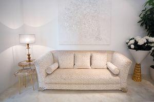 Ducale, Sofá clásico cubierto con telas preciosas.