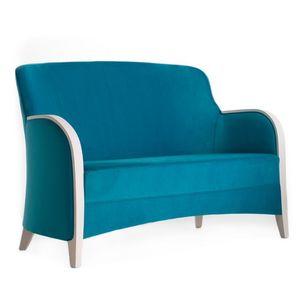 Euforia 00152, Sofá de madera maciza, apoyabrazos de madera, asiento y respaldo tapizados, estilo moderno
