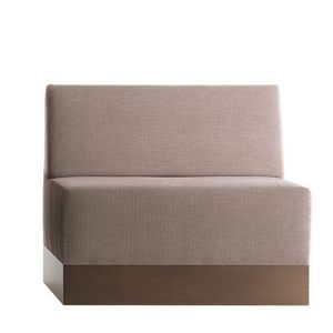 Linear 02482, Banco bajo modular, base de laminado, asiento y respaldo tapizados, revestimiento de tela, estilo moderno
