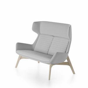 Magenta sofa, Sofá con base de madera de fresno