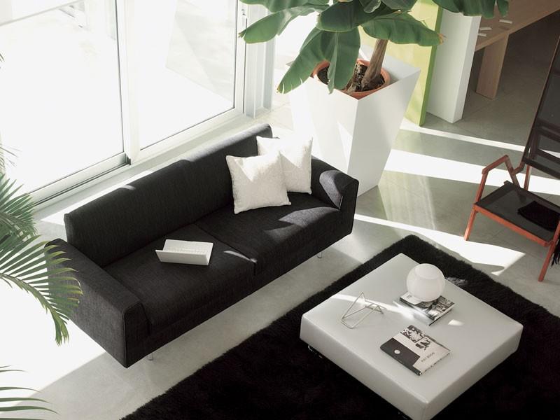 Step, Sofá moderno, envuelto en cuero, de elegante sala de estar
