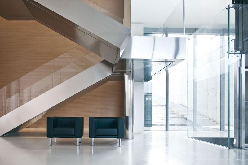Korall, Sofá de 2 plazas con pies de aluminio pintado